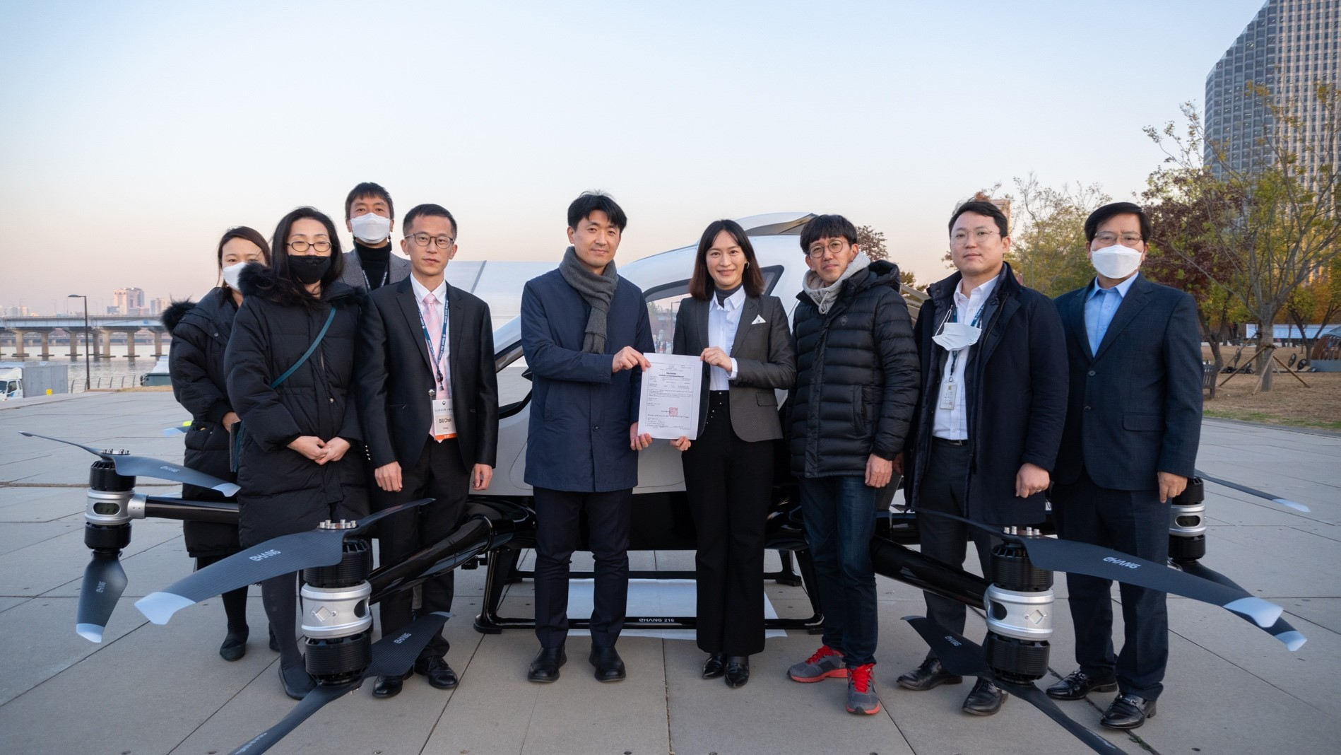 EHang obtained SAC issued by MOLIT; Lee Rang, the Director of Drone Transport Division, MOLIT (left); Cora Tang, the Senior Vice President of EHang (right)